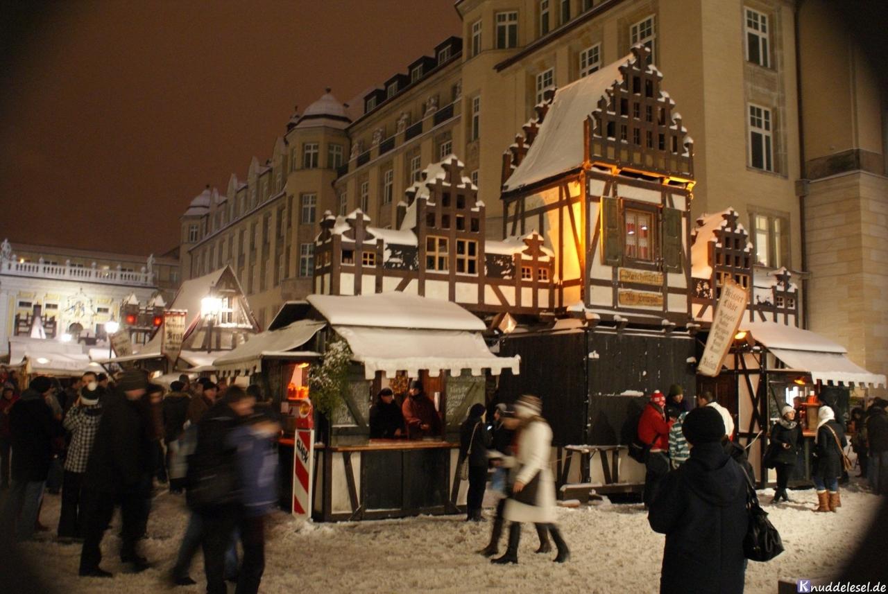 78c4f5877ed519dd0895ab43.jpg - 30.11. – heute vor 8 Jahren …hatten wir Schnee auf dem Leipziger Weihnachtsmarkt.