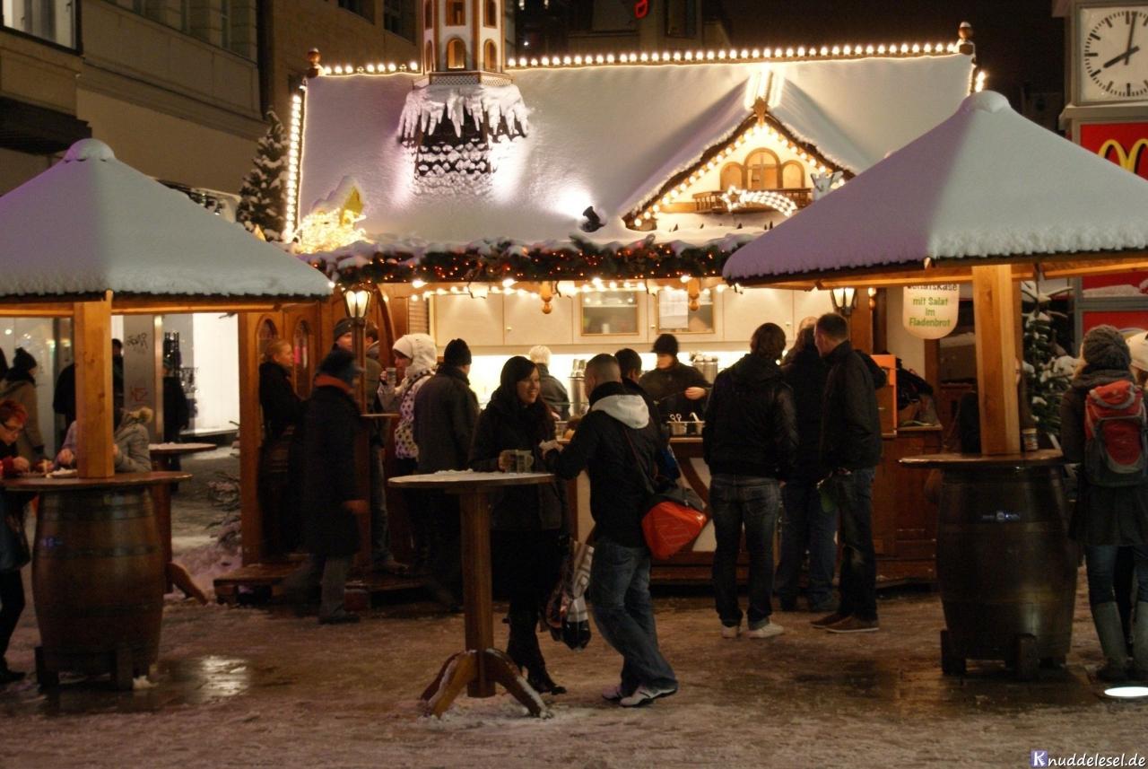 b757562b39d237fe4f49d5c5.jpg - 30.11. – heute vor 8 Jahren …hatten wir Schnee auf dem Leipziger Weihnachtsmarkt.